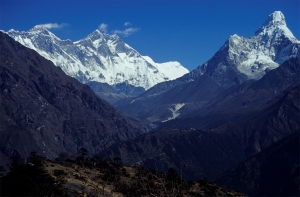Nepal_Mount_Everest_And_Ama