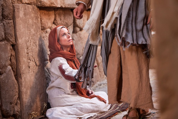 woman-touches-clothes-of-jesus-medium